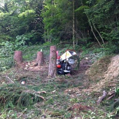 chantier de broyage en terrain pentu